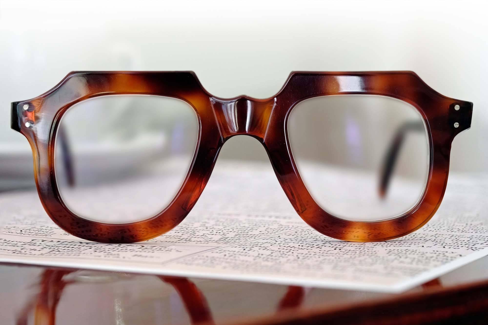 Verglasung einer Vintage-Brille