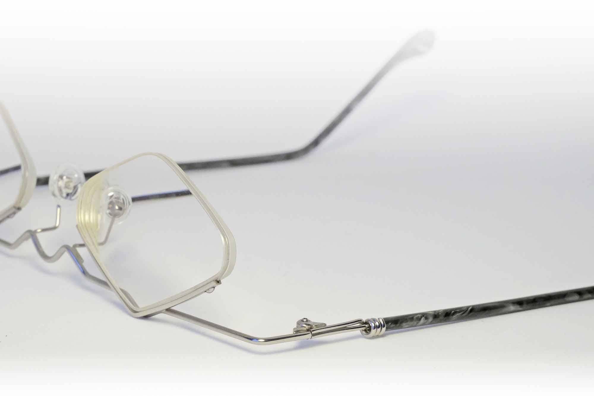 Nachbau einer Vintage-Brille in Silber