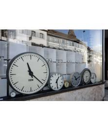 Schaufenster Nr. 061: Die Uhren stehen still - die Zeit nicht!