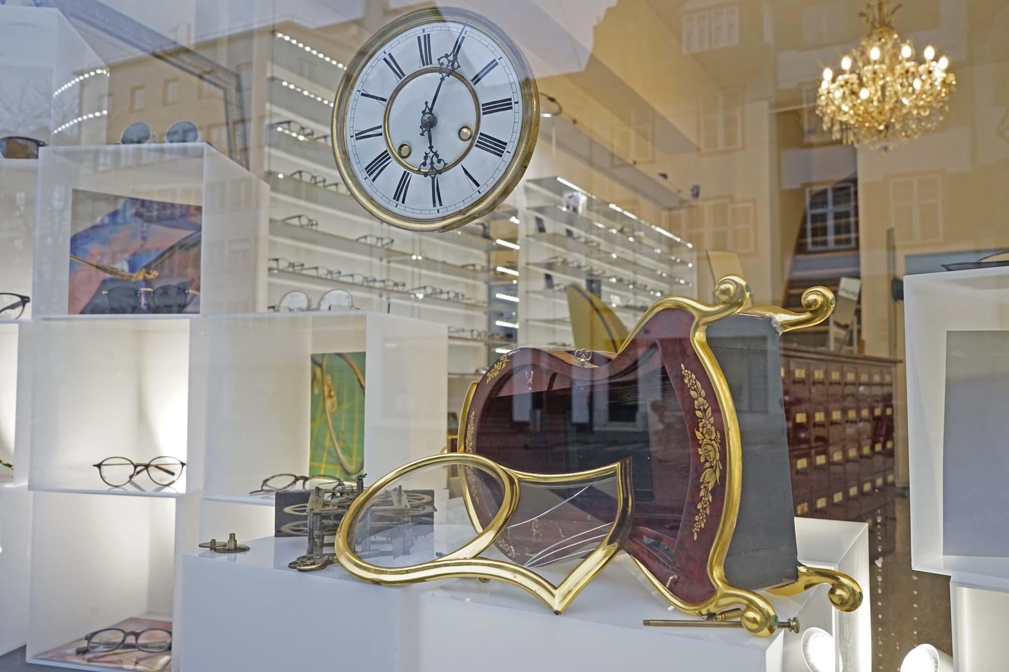 Schaufenster Nr. 017: Uhrmacher John Joseph zu Gast