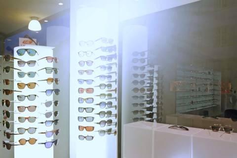 Schaufenster Nr. 007: Sonnenbrillen und Sonnenfinsternis