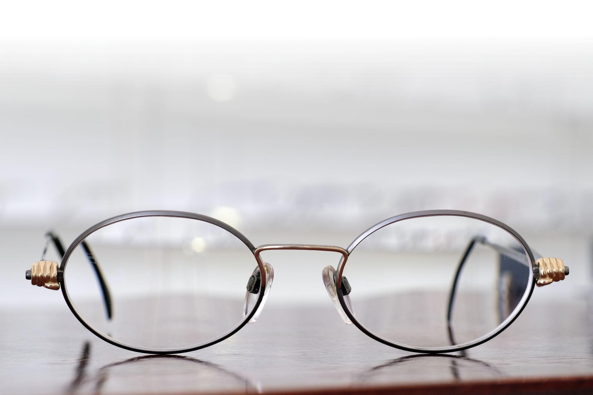 Verglasung von Vintage-Brillen, hier am Beispiel einer alten Silhouette-Brille mit Sonnenclip
