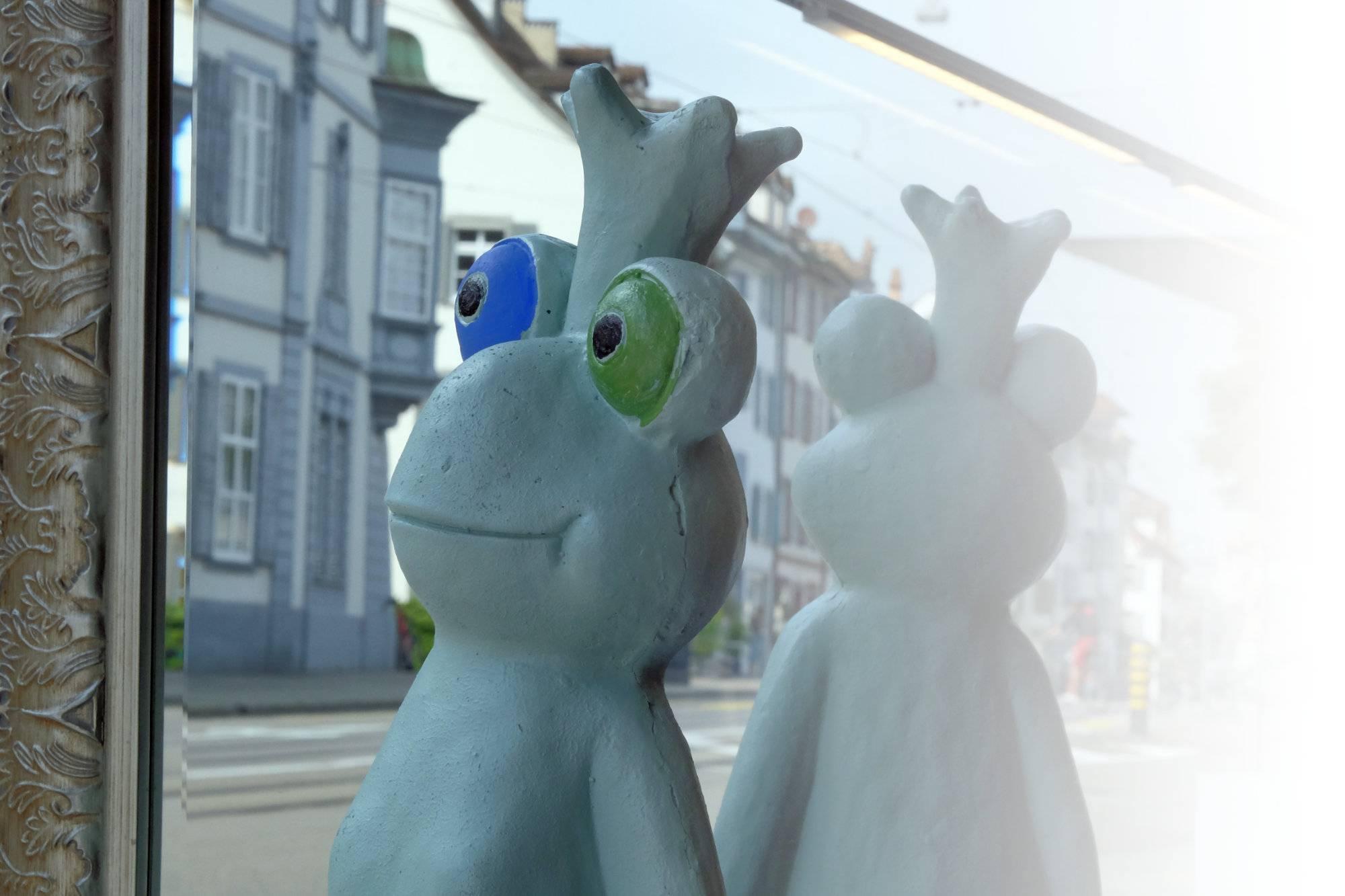 Schaufenster Nr. 079:  Das Märchen vom Froschkönig und seinen Badenixen